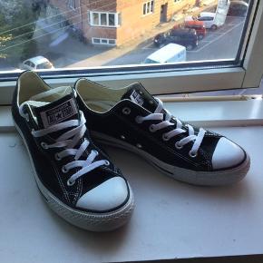 Helt nye Converse All Star i sort, sælges..    Helt nye og ubrugte..    Købt i forkert str..     SE OGSÅ MINE ANDRE ANNONCER.. :D