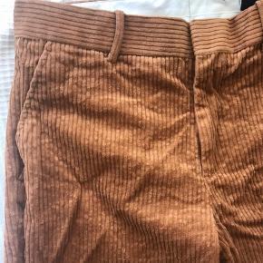 Dejlige bukser  Fra HM Ikke brugt  100kr +fragt