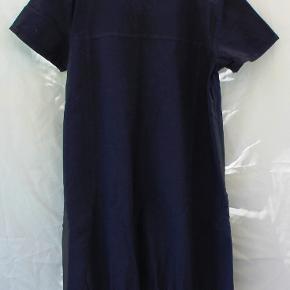 Skøn tunika/kjole fra Zizzi i ren bomuld. Sælges da den ikke passer mig. Har ikke været brugt - kun vasket på 30 gr.