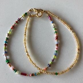 2 perle armbånd - guld og multi farver💮 prisen er samlet for begge 2 inkl Porto = 45