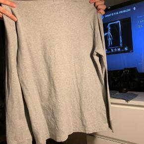 #30dayssellout Sælger denne Ralph bluse i størrelse large til 13-16 år gamle børn.