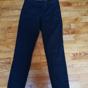 Helt nye bukser. Brugt 1 gang. Fejlkøb. Simpelthen for små. Str. W28L30 Mørkeblå. Nypris 1500 kr. Pris er til forhandling.