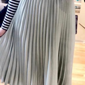 H&m Trend nederdel med elastik i taljen Lysegrøn / støvet mint  Hentes på Islands Brygge