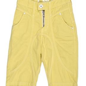Varetype: Shorts NYE Størrelse: 10 år/140 Farve: Gule Oprindelig købspris: 450 kr.  Lækre shorts aldrig brugt