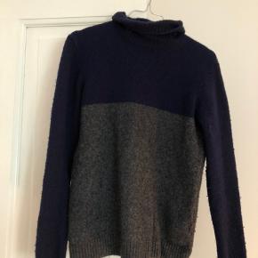Forvasket herre sweater i uld.  Næsten ikke brugt.   Byd!