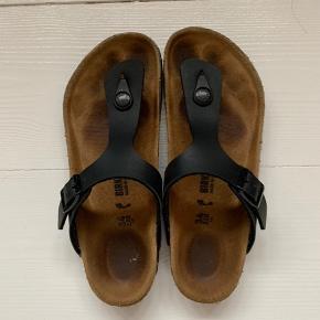 Pæne og velholdte Birkenstock sandaler (model Gizeh). Det er den smalle model.