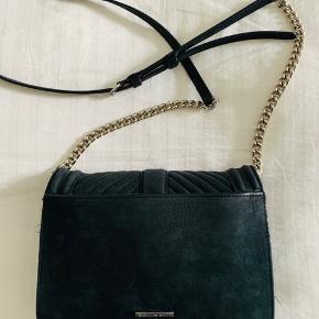 Meget fin Rebecca Minkoff taske Model: Small love crossbody med sølv hardware Brugt meget lidt Kom med et bud!