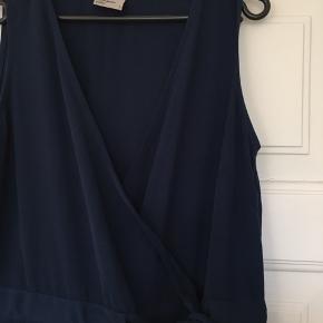 Mørkeblå buksedragt i let materiale m. lommer 🦋
