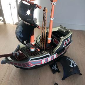 Diplo piratskib med masser af mangler sælges (derfor den lave pris) Der er de ting der kan ses på billedet.