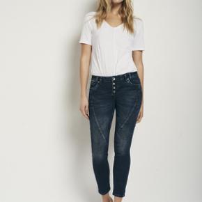 rosita ankel jeans kun prøvede ikke vasket/brugte størrelsen hedder 28 jeg bytter ikke