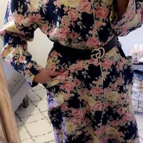 Så fin vintage Dior kjole i bomuld. Købt herinde, desværre er den alt for stor til mig. Efter min vurdering passes den bedst af en medium 🌸  #30dayssellout  #trendsalesfund