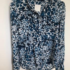 Skjorte fra Inwear.  Kom med et bud.  Kan afhentes i Aarhus C eller køber betaler porto