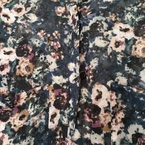 Transparent blomstret skjorte, som ny
