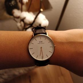 Meget fint Daniel Wellington ur, brugt nogle enkelte gange! Byd meget gerne.