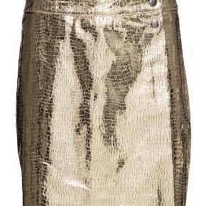 Nederdel fra Mads Nørgaard. 100% læder. Aldrig brugt. Nypris 1500 kr. Bytter ikke:-)