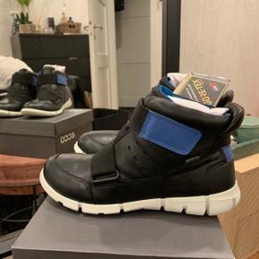 Helt nye lækre Ecco støvler til drenge. En smart vinterstøvle med goretex membran.   Haves i flere størrelser