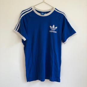 ⚡️ Mega fed unisex t-shirt fra Adidas  ⚡️ Rigtig pæn farve ⚡️ Brugt, men i rigtig pæn stand ⚡️ Np: 250