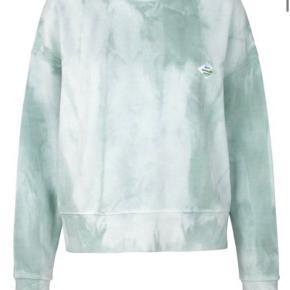 Sælger min dejlige sweatshirt fra Mads Nørgaard, da jeg ikke får den brugt. Kom endelig med et bud🌸 Ps mængderabat ved køb af flere ting på min profil!