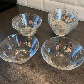 8 Poul pava glasskåle. Næsten ikke brugt