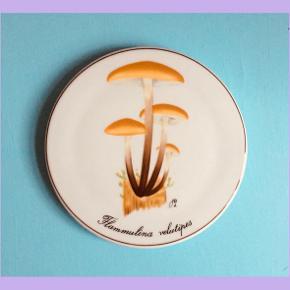 Smuk platte med svampe fra Bing og Grøndahl🍄 se gerne min insta shop: kmkvintage ✨