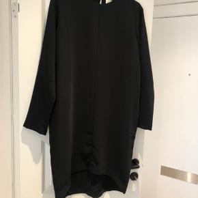 Helt ny klassisk sort kjole