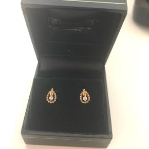 8 karats guld øreringe med diamant i.