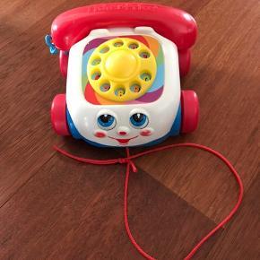 Barnets første fjernstyrede transport fra PLAY 2 learn, fungerer som den skal. Pris 70 kr.  Fischer Price klassiske telefon pris 60kr. Fra røgfrit hjem. Kan tages med til Esbjerg eller sendes for købers regning.