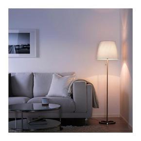 """Helt ny (ubrugt) lampeskærm fra Ikea i serien """"nyfors"""" sælges. Denne skal passe til alle Ikea-lamper i samme størrelse. Lampeskærmen ligger stadig i den oprindelige æske."""