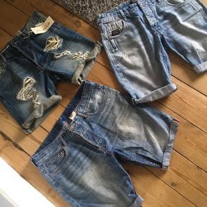 To par shorts fra H&M,  Det ene par er helt nye, stadig med prismærke, i str. 32.  Det andet par fra H&M er brugte, men stadig i god stand, i str. 34.  De sidste shorts er fra Jack & Jones, de er brugte og har et mindre hul foran, i str. 34.