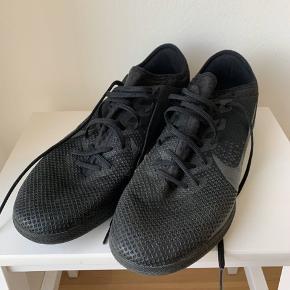 Nike Mercurial til indendørsfodbold.