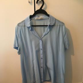 Lækker bluse i bomull fra Acne. Meget lidt brugt. NP 1000. Str 38