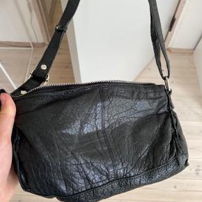 Sælger min Nunoo taske i modellen Stine, som næsten ikke er brugt. Nypris er 900 kr.  Køber betaler fragt