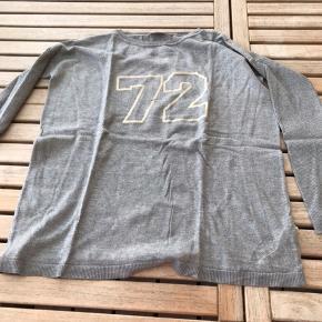 Ny POMPdeLUC trøje Helt ny. Aldrig brugt. 13-14 år