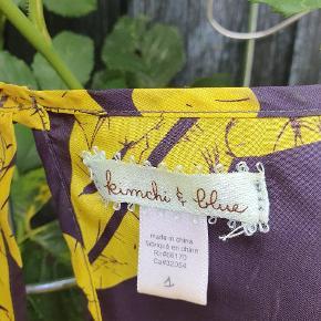 Silkekjole købt i Urban Outfitters. Str 1. Dejlig luftig på en varm sommerdag, men også fin med jeans under.