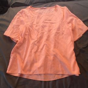 Silke T-shirt minder lidt om kokoon. Mega fin i en lyserød farve