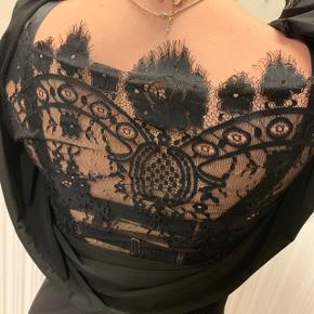 Flot fest kjole, aldrig brugt😁