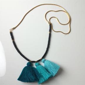 🛍 Brug KØB-NU funktionen ved køb 🛍   Smuk *La Lluvia* halskæde fra smykkedesigner VICTORIA HENRY  Halskæden er fra SS14 og der er lavet meget få. Helt utroligt smuk og feminin. Materialerne er forgyldte. Minder om Anni Lu smykker