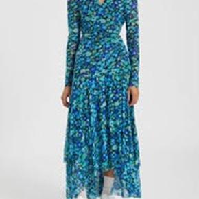 Så smuk kjole. Ubrugt med tags. Pris 950+ bytter ikke