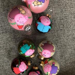 Håndtegnede Gurli gris julekugler. 210 kr for alle de små. 🌲