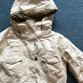 Lækker jakke fra Columbia Sportswear sælges billigt.
