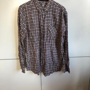 #Secondchancesummer Fin gråternet skovmandsskjorte. Er brugt men fremstår uden synlig slitage eller skrammer.