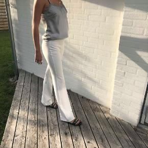 Sælger mine flare bukser petit fra Design By Si. De er i god stand, og kun brugt et par gange. Str fitter også en S✨