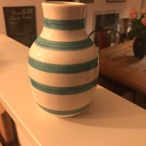 Fin lille vase. Højde 14 cm