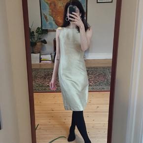 Retro Hennes Collection kjole i champagne-tonet silke. Str. 34. God stand!