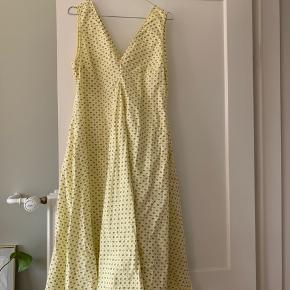 Str 38 smukkeste Bijou populær kjole.  Er desværre for stor, så er aldrig brugt - kun prøvet på. Kan også bruges med bukser og bluse indenunder.   Nypris var 2000,-  Kom med bud 🌼