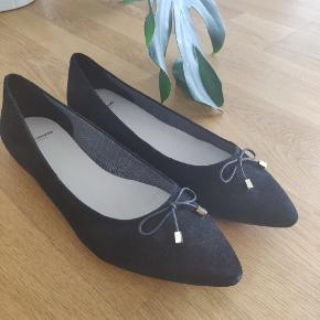 Completely new, never worn Vagabond shoes. Bought for the office, but never got around to wear them.