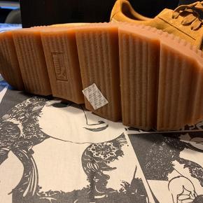Aldrig bruge puma fenty by Rihanna sneaker  Sælges da jeg ikke får dem brugt   Super fede og lidt chunky   Kommer med original kassen og posen