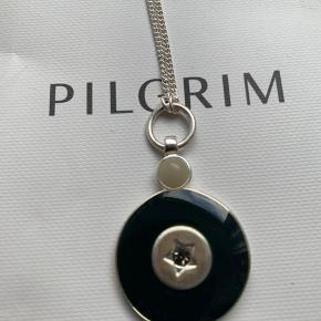 Halskæde med vedhæng fra Pilgrim, aldrigt brugt og i gavepose.