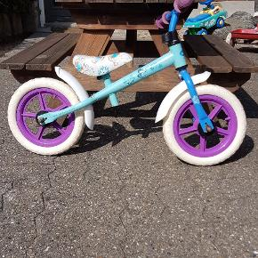 Frost børnecykel. Brugt af et barn.