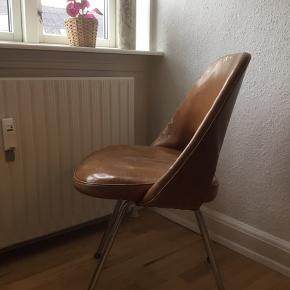 Smuk stol af Eero Saarinen produceret af Knoll International i 1965.